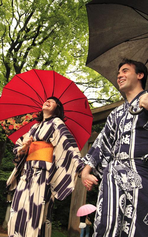 http://www.mediatinker.com/blog/2011/05/31/meiji%20yukata%20red.jpg