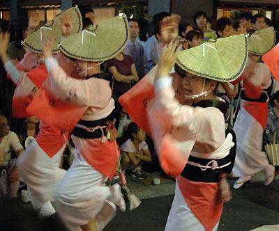 kagurazaka-dancers.jpg