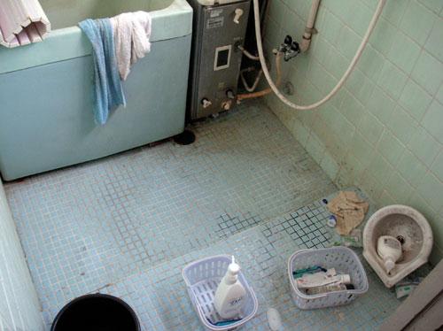 studio-bath-before.jpg